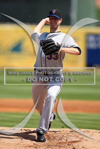 March 20, 2010:  Starting Pitcher John Maine (33) of the New York Mets during a Spring Training game at Roger Dean Stadium in Jupiter, FL.  Photo By Mike Janes/Four Seam Images