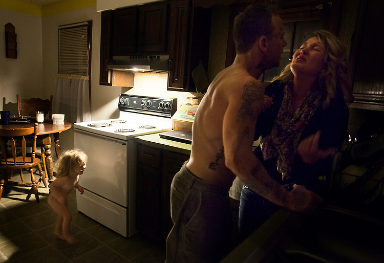 As Shane and Maggie continued to fight, Memphis ran into the room and refused to leave Maggie's side. Shane continued to scream in Maggie's face as Memphis wedged herself between them. At some point, the toddler had stopped crying and began trying to soothe her weeping mother.