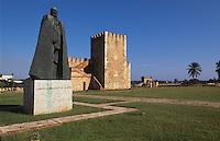 Dominikanische Republik, Denkmal von G:F Oviedo und Torre del Homenaje in der Fortaleza Ozama in Santo Domingo, UNESCO-Weltkulturerbe
