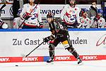 v.l. Phil Hungerecker (Wolfsburg, 94) beim Spiel im Halbfinale in  der DEL, Grizzlys Wolfsburg (dunkel) - Adler Mannheim (hell).<br /> <br /> Foto © PIX-Sportfotos *** Foto ist honorarpflichtig! *** Auf Anfrage in hoeherer Qualitaet/Aufloesung. Belegexemplar erbeten. Veroeffentlichung ausschliesslich fuer journalistisch-publizistische Zwecke. For editorial use only.