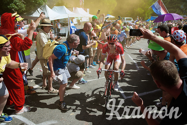 experiencing the craziness at the Dutch Corner (nr7) up Alpe d'Huez<br /> <br /> stage 20: Modane Valfréjus - Alpe d'Huez (111km)<br /> 2015 Tour de France
