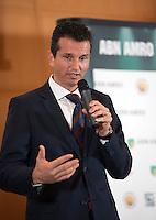 12-01-12, Tennis, Amsterdam, ABNAMRO Hoofdkantoor, Toernooi directeur Richard Krajicek neent het deelnemersveld door