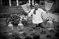 Europe/France/Bretagne/56/Morbihan/La Gacilly: Gilles Le Gallès Chef du Restaurant: La Grée des Landes, Eco-Hôtel Spa Yves Rocher et ses salades bio dans le potager  du restaurant [Non destiné à un usage publicitaire - Not intended for an advertising use]