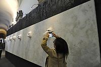 - Milan, during the annual fair of furniture and design in the whole city happen many exibitions and collateral initiatives organized by companies and artists of the sector; art installations in the Brera Gallery and Accademy palace<br /> <br /> - Milano, durante la fiera del mobile e del design in tutta la città  si svolgono una serie di mostre ed iniziative collaterali organizzate da aziende ed artisti del settore; installazioni artistiche nel palazzo della Pinacoteca e Accademia di Brera