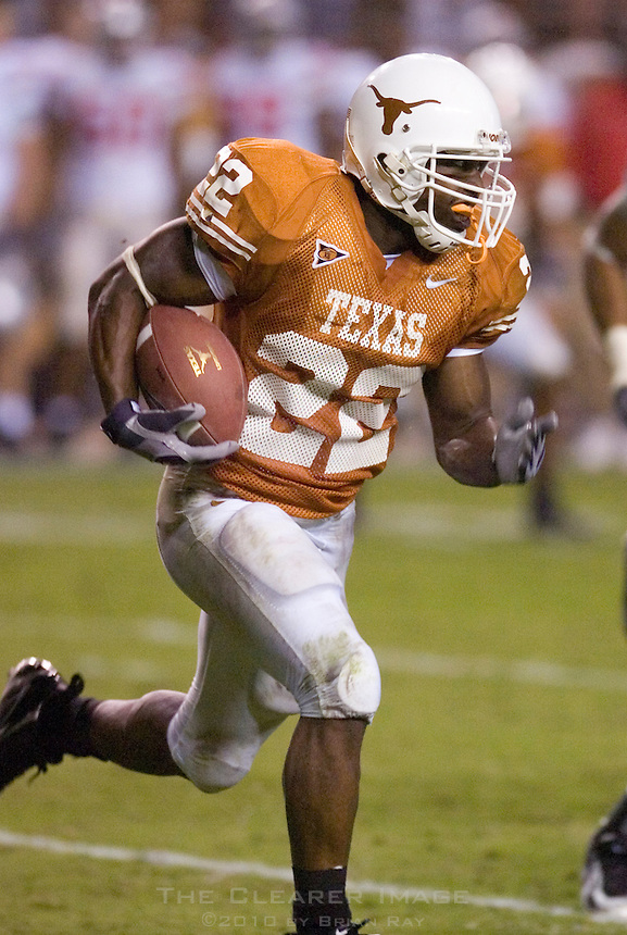 09 September 2006: Texas back Selvin Young runs with the ball during the Longhorns 24-7 loss to the Ohio State Buckeyes at Darrell K Royal Memorial Stadium in Austin, TX.