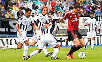 """Calcio, Serie A: Siena-Milan. Siena, stadio """"Artemio Franchi"""" , 29 aprile 2012..Football, Italian serie A: Siena vs AC Milan. Siena's """"Artemio Franchi"""" stadium, 29 april 2012. AC Milan forward Zlatan Ibrahimovic, of Sweden, right, is chased by Siena midfielder Simone Vergassola, and defenders Alessandro Gazzi, second from left, and Matteo Contini..UPDATE IMAGES PRESS/Riccardo De Luca"""
