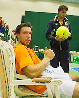 05-04-13, Tennis, Rumania, Brasov, Daviscup, Rumania-Netherlands, Igor Sijsling gives thumbs up after scoring 2-0 for the Netherlands om the background Robin Haase who scored the first point.