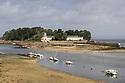 Douarnenez - Bretagna, 21 agosto 2020.  Bassa marea. Sullo sfondo l'Ile Tristan.