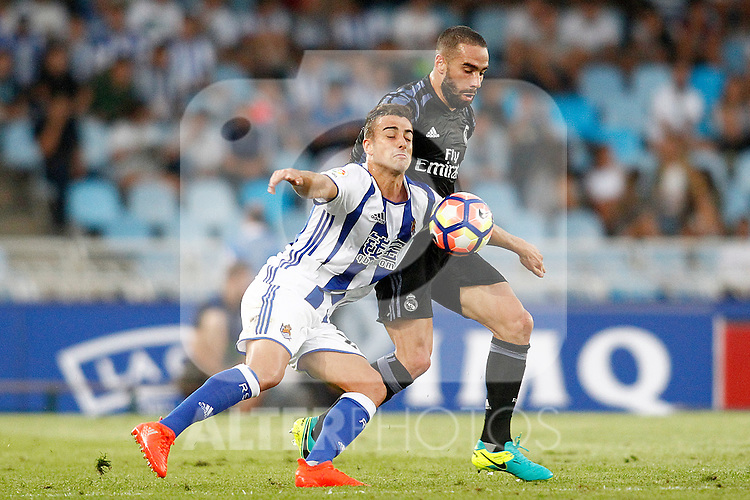 Real Sociedad's David Concha (l) and Real Madrid's Daniel Carvajal during La Liga match. August 21,2016. (ALTERPHOTOS/Acero)