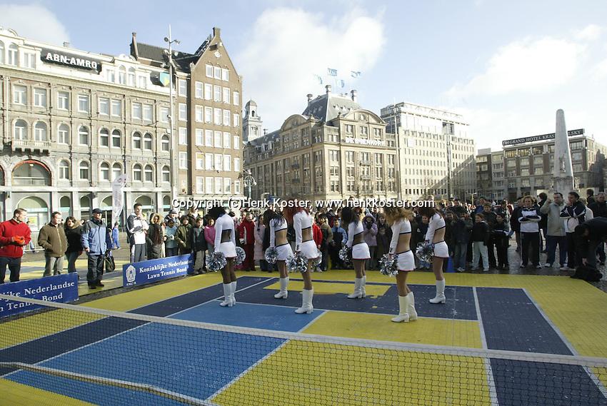 9-2-06, Netherlands, tennis, Amsterdam, Daviscup.Netherlands Russia, streettennis on the Dam square, Amsterdam Admirals cheerleaders