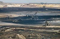 - east Germany, mine of lignite coal (brown coal) near Zeitz....- Germania orientale, miniera di carbone lignite nei pressi di Zeitz
