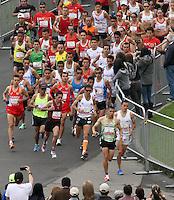 BOGOTA – COLOMBIA – 16-03-2013: Cerca de 10000 atletas participaron en la segunda versión del Avianca RunTour 2014, por las calles de Bogota. Avianca impulsado a promover el atletismo como deporte universal, al tiempo contribuye a la salud de los niños de escasos recursos económicos que requieren atención medica y quirúrgica especializada, es asi como Avianca entrega a la Fundacion Cardio Infantil los dineros recaudados para la dotación de la Unidad de Cuidados Intensivos de Neonatos. / Nearly 10,000 athletes participated in the second version of Avianca RunTour 2014, in the streets of Bogota. Avianca driven to promote athletics as universal sport, while contributing to the health of children of low income who require specialized medical and surgical care, is also Avianca delivery to the Fundacion Cardio Infantil, the monies raised for the endowment of the unit Neonatal Intensive Care. Photo: VizzorImage / Felipe Caicedo / Staff.