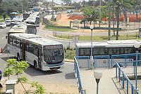 RIO DE JANEIRO, RJ, 13.11.2015 - TRANSPORTE-RJ - Movimentação no Terminal Alvorada que esta em obras do BRT na Barra da Tijuca região oeste do Rio de Janeiro nesta sexta-feira, 13. (Foto: Marcus Victorio/Brazil Photo Press)