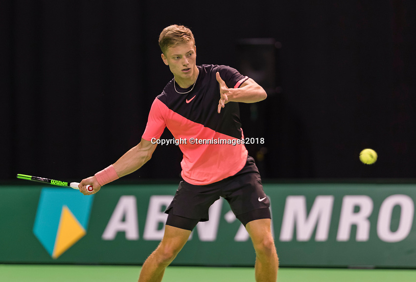 Rotterdam, Netherlands, 10 februari, 2018, Ahoy, Tennis, ABNAMROWTT, Qualifier, Tim van Rijthoven (NED) wins the first set and jubilates<br /> Photo: Henk Koster/tennisimages.com