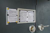 Die Auswirkungen der Corona-Krise sind nach Inkrafttreten der Anordnung des Berliner Senats, wonach nur noch Versorgungsgeschaefte die fuer den taeglichen Bedarf notwendig sind geoeffnet sein duerfen (Lebensmittelgeschaefte, Apotheken, Drogerien, Zeitungsgeschaefte), im oeffentlichen Leben deutlich sichtbar.<br /> Im Bild: Die geschlossene Kaiser Wilhelm-Gedaechtniskirche am Breitscheidplatz in Berlin-Charlottenburg.<br /> 19.3.2020, Berlin<br /> Copyright: Christian-Ditsch.de<br /> [NUR FUER REDAKTIONELLE ZWECKE! Werbung nur auf Anfrage beim Fotografen. Inhaltsveraendernde Manipulation des Fotos nur nach ausdruecklicher Genehmigung des Fotografen. Vereinbarungen ueber Abtretung von Persoenlichkeitsrechten/Model Release der abgebildeten Person/Personen liegen nicht vor. NO MODEL RELEASE! Don't publish without copyright Christian-Ditsch.de, Veroeffentlichung nur mit Fotografennennung, sowie gegen Honorar, MwSt. und Beleg. Konto: I N G - D i B a, IBAN DE58500105175400192269, BIC INGDDEFFXXX, Kontakt: post@christian-ditsch.de<br /> Bei der Bearbeitung der Dateiinformationen darf die Urheberkennzeichnung in den EXIF- und  IPTC-Daten nicht entfernt werden, diese sind in digitalen Medien nach §95c UrhG rechtlich geschuetzt. Der Urhebervermerk wird gemaess §13 UrhG verlangt.]