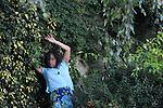 CARTOGRAFIES # 4..Interpretation : Angels Margarit..Musique : Marc Egea (Viole de Gambe)..Cadre : Plastique Danse Flore..Lieu: Le potager du roi..Ville : Versailles..le 18/09/2011..© Laurent Paillier / photosdedanse.com..All rights reserved