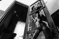 una cella dell'ex Carcere  San Donnino di Como. Manifesto erotico.