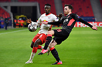 Football: Champions League, knockout round, round of 16, first leg, RB Leipzig - Liverpool FC at Puskas Arena. Amadou Haidara of Leipzig and Andy Robertson of Liverpool fight for the ball.