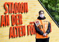 17.05.2020, xlakx, Fussball 1. Bundesliga, Saison 19/20, Spieltag 26,1. FC Union Berlin - FC Bayern Muenchen <br /> <br /> Steward con mascherina <br /> <br /> Photo Pool / Insidefoto