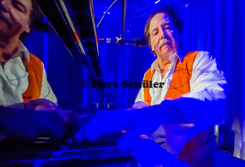 Christoph Oeser am Flügel bei der virtuellen Boogie-Night - 27.03.2021: 1. virtuelle Boogie-Woogie Night im Bürgerhaus Mörfelden-Walldorf