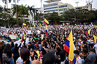 ARMENIA - COLOMBIA, 01-05-2021: Caravanas de manifestantes en la Plaza de Bolívar de la ciudad de Armenia durante la jornada del Día del trabajo en Colombia hoy, 01 de mayode 2021, además se mantiene la protesta por la reforma tributaria que adelanta el gobierno de Ivan Duque además de la precaria situación social y económica que vive Colombia. El paro fue convocado por sindicatos, organizaciones sociales, estudiantes y la oposición y sumando el día del trabano lleva 4 días de marchas y protestas. / Caravans of protesters at Plaza de Bolivar of the city of Armenia during the day of Labor Day in Colombia today, May 1, 2021, in addition, the protest against the tax reform that the government of Ivan Duque is advancing in addition to the precarious situation is maintained. social and economic life in Colombia. The strike was called by unions, social organizations, students and the opposition and adding the day of labor has 4 days of marches and protests. Photo: VizzorImage / Santiago Castro / Cont