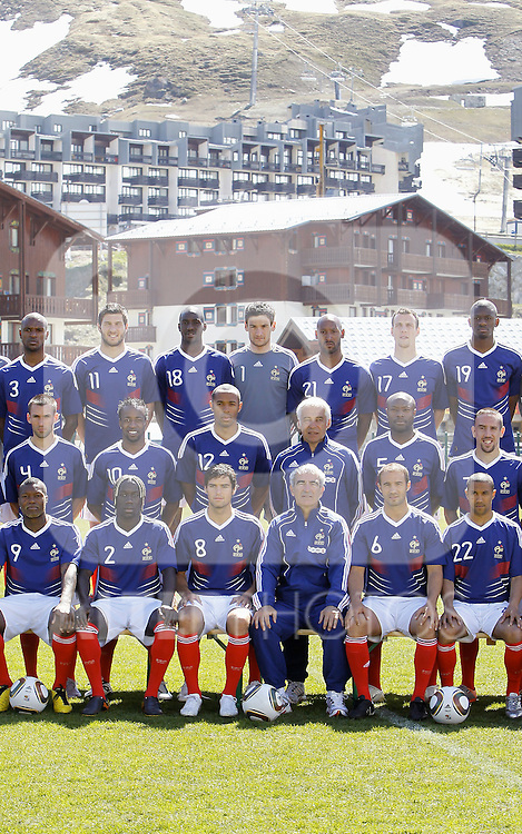 The French national football team and the technical staff pose prior to a training session near Tignes in the French Alps, France on May 25, 2010 as part of the preparation for the upcoming World Cup 2010. (First row (up), L to R, defender Eric Abidal, forward Andre-Pierre Gignac, midfielder Alou Diarra, goalkeeper Hugo Lloris, forward Nicolas Anelka, defender Sebastien Squillaci, midfielder Abou Diaby. Second row, L to R, defender Anthony Reveillere, forward Sidney Govou, forward Thierry Henry, deputy coach Pierre Mankowski, defender William Gallas, midfielder Franck Ribery. Third row, L to R, forward Djibril Cisse, defender Bacary Sagna, midfielder Johan Gourcuff, coach Raymond Domenech, defender Marc Planus, defender Gael Clichy. ..Photo: Patrick Bernard/Cameleon / ABACA / ALFAQUI