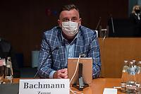 """107. Sitzung des """"1. Untersuchungsausschuss"""" der 19. Legislaturperiode des Deutschen Bundestag am Donnerstag den 5. November 2020 zur Aufklaerung des Terroranschlag durch den islamistischen Terroristen Anis Amri auf den Weihnachtsmarkt am Berliner Breitscheidplatz im Dezember 2016.<br /> Als Zeugen waren unter anderem der Praesident des Bundeskriminalamtes, Holger Muench, der Praesident des Bundesnachrichtendienstes Dr. Bruno Kahl, ein nichtoeffentlicher Zeuge des Bundesamt fuer Verfassungsschutz und der Rechtsextremist und Pegida-Gruender Lutz Bachmann geladen.<br /> Im Bild: Lutz Bachmann im Sitzungssaal.<br /> 5.11.2020, Berlin<br /> Copyright: Christian-Ditsch.de"""