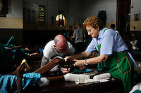 "Südasien Asien Indien IND Kolkata Kalkutta,  ehrenamtliche Arbeit von Helfern aus Laendern der ""ersten Welt"" im Sterbehospiz Nirmal Hriday (reine Herzen) des Ordens Missionarinnen der Naechstenliebe am Kali Tempel, gegruendet von Mutter Teresa buergerlich Anjezë Gonxhe Bojaxhiu lebte von 26. 08.1910 bis  5. 11.1997 