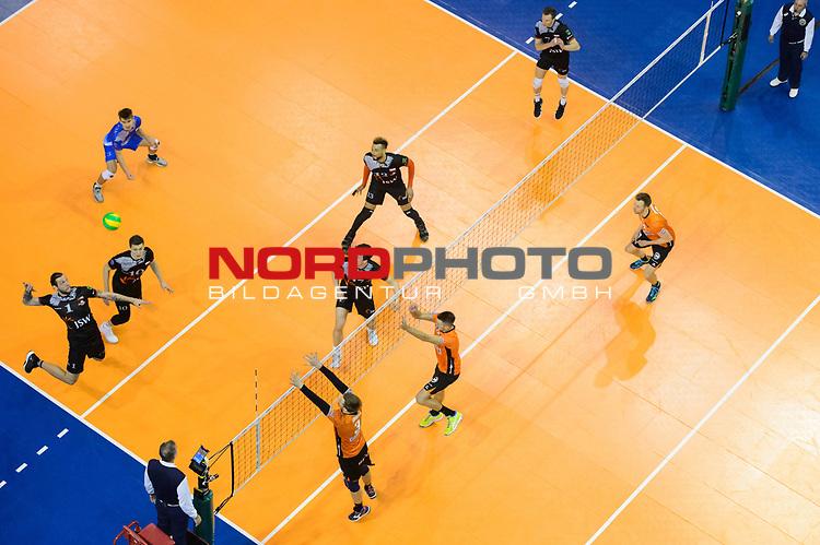 28.02.2018, Max Schmeling Halle, Berlin<br />Volleyball, 2018 CEV Volleyball Champions League, Vorrunde, Berlin Recycling Volleys (GER) vs. Jastrzebski Wegiel (POL)<br /><br />Angriff Patryk Strzezek (#1 Wegiel) - Block / Doppelblock Robert Kromm (#3 Berlin), Aleksandar Okolic (#1 Berlin)<br /><br />  Foto © nordphoto / Kurth