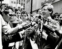 1985 FILE PHOTO - ARCHIVES -<br /> <br /> New Democratic Party leader Bob Rae holds a press conference outside the Toronto Stock Exchange. Rae said the federal dividend tax credit costs the province about $200 million<br /> <br /> 1985<br /> <br /> PHOTO :  Erin Comb - Toronto Star Archives - AQP