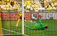 Marco REUS l. (DO) shoots a goal versus goalwart goalwart Kevin TRAPP (F), action (is not given, the ball was previously in goalaus) Soccer 1. Bundesliga, 1st matchday, Borussia Dortmund (DO) - Eintracht Frankfurt (F) 5: 2, on 08/14/2021 in Dortmund / Germany. #DFL regulations prohibit any use of photographs as image sequences and / or quasi-video # Â