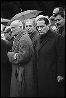 Cimetière de Muret (Haute-Garonne). 3 Janvier 1966. Vue de François Mitterand aux obsèques de Vincent Auriol.
