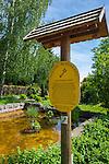 Germany, Thuringia, Ilmenau: Goethe fountain, signpost on Goethe-Hiking-Trail in Thuringian Forest | Deutschland, Thueringen, Ilmenau: Goethebrunnen, Hinweisschild auf dem Goethe-Wanderweg im Thueringer Wald