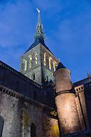 France, Manche (50), Baie du Mont-Saint-Michel, classée Patrimoine Mondial de l'UNESCO, le Mont-Saint-Michel, statue de l'archange Saint Michel au sommet du clocher de l'église abbatiale  //  France, Manche, Bay of Mont Saint Michel, listed as World Heritage by UNESCO, Mont Saint Michel, statue of the Archangel Michael at the top of the bell tower of the Abbey church  the Abbey Church