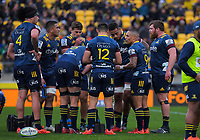 The Highlanders huddle during the Super Rugby Aotearoa match between the Hurricanes and Highlanders at Sky Stadium in Wellington, New Zealand on Sunday, 12 July 2020. Photo: Dave Lintott / lintottphoto.co.nz
