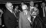 GIOVANNI SPADOLINI E SANDRO PERTINI  E GIULIETTA MASINA<br /> PREMIERE DELL'OTELLO <br /> TEATRO QUIRINO ROMA 1982