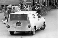 - disguised prototype  of the new car FIAT Panda exits from the plant of Torino Mirafiori (October 1979) ....- prototipo camuffato della nuova auto FIAT Panda in uscita dallo stabilimento di Torino Mirafiori..(ottobre 1979)