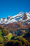 Italien, Suedtirol (Trentino - Alto Adige), St. Peter in Ahrntal vor dem Hauptkamm der Zillertaler Alpen | Italy, South Tyrol (Trentino - Alto Adige), San Pietro at Valli di Tures e Aurina with Zillertal Alps