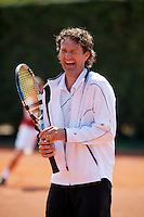 11-5-09, Tennis, Sportpromotion tennisdag, Jacco Eltingh in een deuk