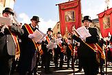 Eine alte Tradition lebt wieder auf: Die Osterreiter-Prozession in Nixdorf (Mikulasovice), Tschechien.