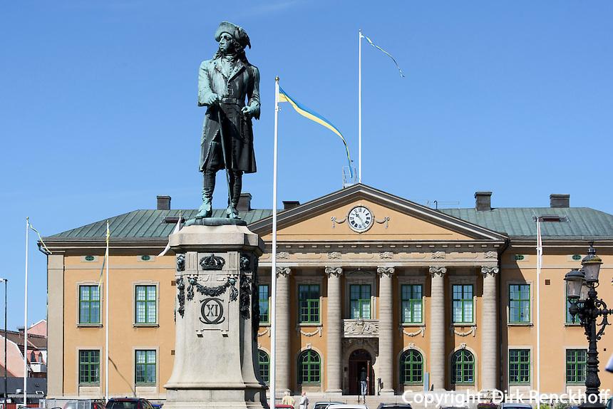 Rathaus und Denkmal Karl XI. am Stortorget in Karlskrona, Provinz Blekinge, Schweden, Europa, UNESCO-Weltkulturerbe<br /> townhall and Monument KarlXI at Stortorget  in Karlskrona, Province Blekinge, Sweden