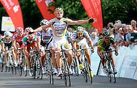 25. Sachsentour / Sachsen-Tour International - Radrundfahrt Etappenfahrt 1. Etappe - von Dresden nach Markkleeberg -  im Bild:  Sieger André Greipel ( Team Columbia HTC ) gewinnt den Sprint und damit das gelbe Trikot. Sprinter Foto: Norman Rembarz..