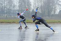 SCHAATSEN: BANTEGA: Kortebaanschaatsen Bantega, winnaar Jesper Hospes (voorgrond), tegenstander Jorne Jonkman, ©foto Martin de Jong