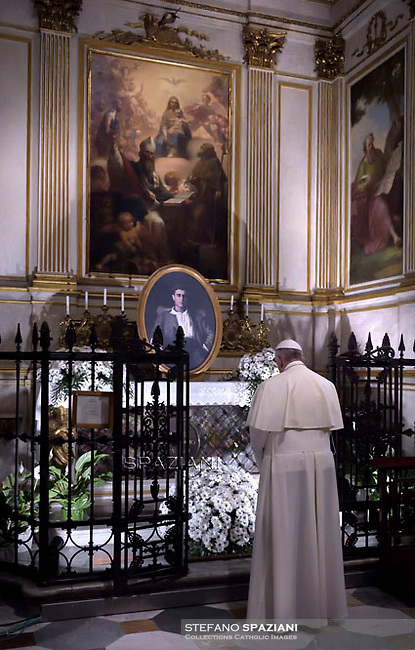 Pope Francis prays in front the altar of Blessed Pier Giorgio Frassati,in the Cathedral during the Holy Shroud exhibition in Turin June 21, 2015