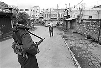 - Israeli soldiers patrol the Hebron town....- militari israeliani in pattuglia nella città di Hebron