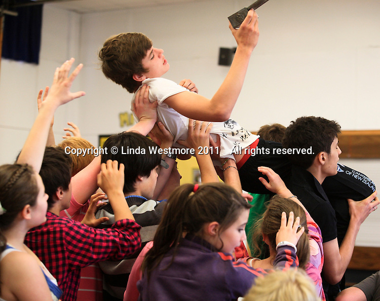 """""""Edmund"""" is bewitched by a gift of Turkish Delight from the """"Wicked Queen"""" and is carried off.  The Yvonne Arnaud Youth Theatre rehearsing """"The Lion, the Witch and the Wardrobe"""", Guildford, Surrey."""