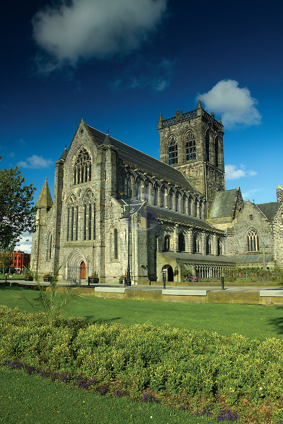 Paisley Abbey, Paisley, Renfrewshire<br /> <br /> Copyright www.scottishhorizons.co.uk/Keith Fergus 2011 All Rights Reserved