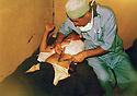 Iran 1982 .Dr. Hadwin Shatavi, a Kurdish surgeon, with a patient in the hospital of GhaIve .Iran 1982 .Dr. Hadwin Shatavi avec une malade a l'hopital de Ghalve