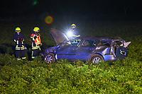Autofahrer überschlug sich auf Feld nahe Büttelborn, Feuerwehr, Polizei und DRK im Einsatz<br /> - 17.10.2020: Verkehrsunfall auf der L3303