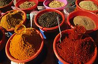 Afrique/Afrique du Nord/Tunisie/Nabeul : Etal d'un marchand d'épices sur le marché